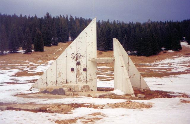 ディリィ・ニュウス・エィジェンシィより廃墟と化している旧ユーゴスラビア時代のサラエボ・冬季オリンピック会場跡